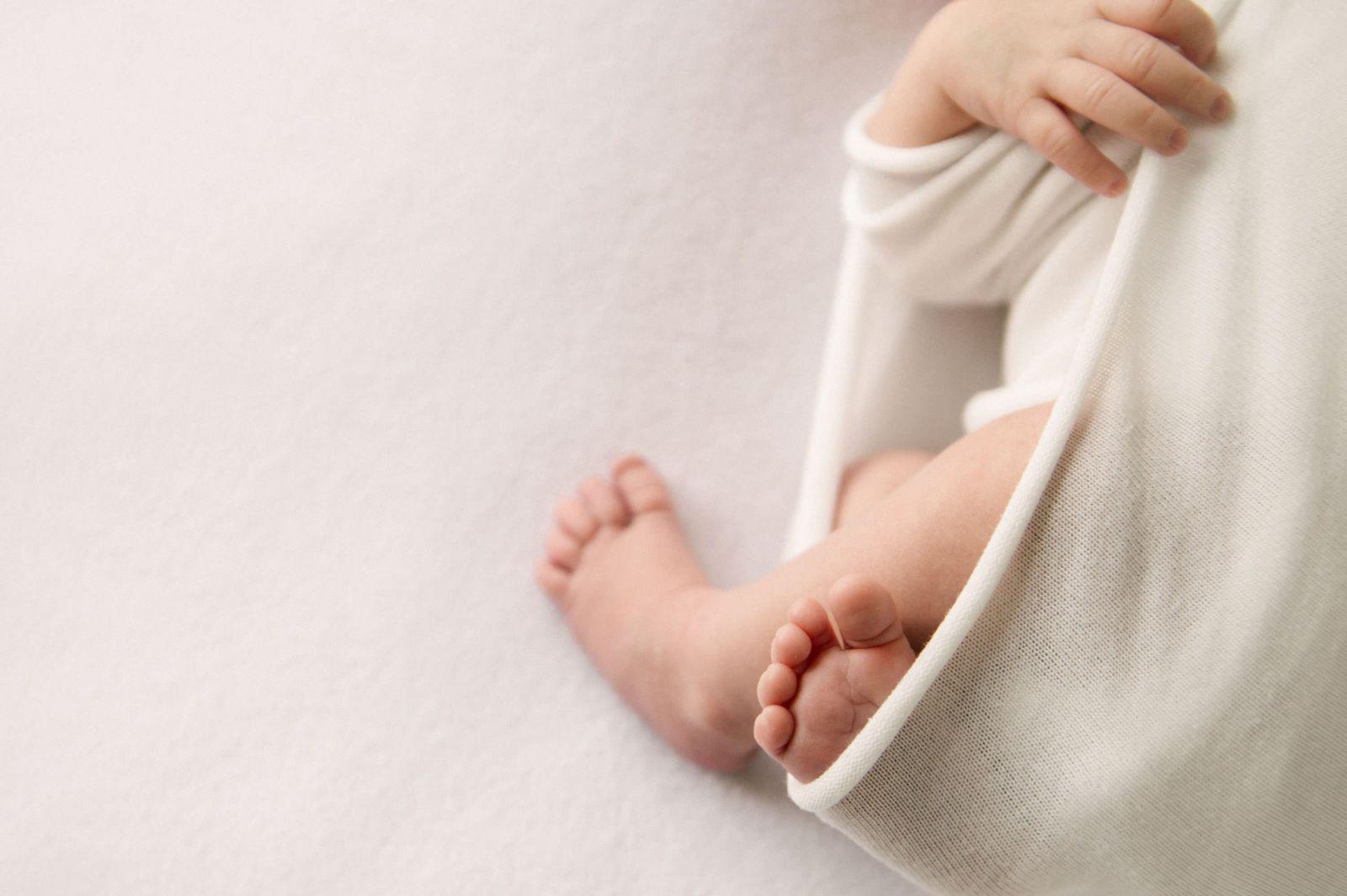 Foto detalle pies bebe recien nacido